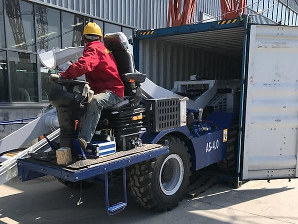 Самоходная бетономешалка с самозагрузкой на транспорте
